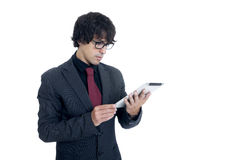 Uomo d'affari che per mezzo di un calcolatore del ridurre in pani Immagine Stock