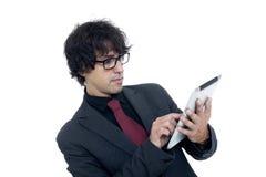 Uomo d'affari che per mezzo di un calcolatore del ridurre in pani Fotografie Stock Libere da Diritti