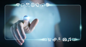 Uomo d'affari che pratica il surfing su Internet con l'interfaccia tattile digitale 3 Immagini Stock Libere da Diritti