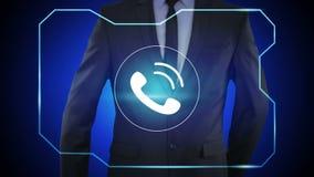 Uomo d'affari che preme pulsante di chiamata sugli schermi virtuali illustrazione di stock