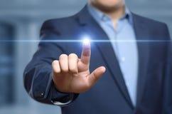 Uomo d'affari che preme tasto Concetto di affari di Internet di tecnologia dell'innovazione Spazio per testo fotografie stock libere da diritti