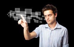 Uomo d'affari che preme tipo alta tecnologia di bottoni moderni Fotografia Stock