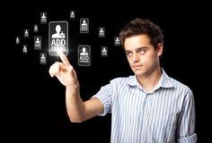 Uomo d'affari che preme tipo sociale moderno di icone Immagini Stock