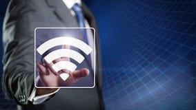 Uomo d'affari che preme un simbolo di wifi Immagini Stock Libere da Diritti