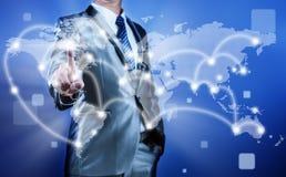 Uomo d'affari che prende decisione sulla strategia aziendale, globalizzazione Immagini Stock