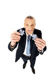 Uomo d'affari che prova a collegare i pezzi di puzzle Immagini Stock Libere da Diritti