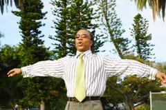 Uomo d'affari che respira immagine stock