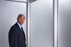 Uomo d'affari che sembra ansioso Fotografie Stock Libere da Diritti