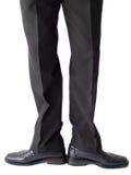Uomo d'affari che si leva in piedi in pantaloni e pattini neri Fotografia Stock Libera da Diritti