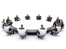 Uomo d'affari che si siede intorno alla tabella immagini stock libere da diritti