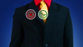 Uomo d'affari che spinge bottone con il simbolo di sì stock footage