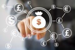 Uomo d'affari che spinge bottone con il web di valuta del dollaro Fotografie Stock Libere da Diritti