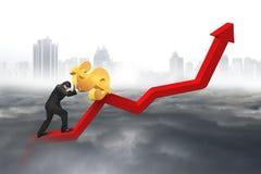 Uomo d'affari che spinge dollaro al punto di partenza del grafico di tendenza con ci Fotografie Stock Libere da Diritti