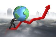 Uomo d'affari che spinge globo 3d al punto di partenza della linea di tendenza Immagine Stock Libera da Diritti