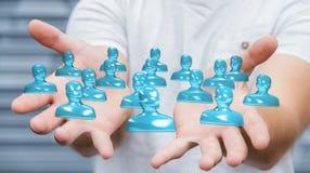 Uomo d'affari che tiene la rappresentazione di vetro brillante del gruppo 3D dell'avatar Fotografie Stock
