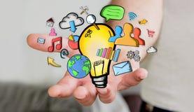 Uomo d'affari che tiene le icone disegnate a mano di multimedia e della lampadina Fotografia Stock