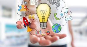 Uomo d'affari che tiene le icone disegnate a mano di multimedia e della lampadina Immagini Stock Libere da Diritti