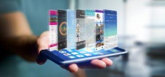 Uomo d'affari che tiene 3d che rende il modello di app su uno smartphone Fotografia Stock