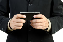 Uomo d'affari che tiene telefono mobile Fotografia Stock Libera da Diritti
