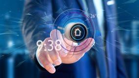 Uomo d'affari che tiene un bottone di un'automazione della casa astuta app - 3d Immagine Stock