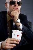 Uomo d'affari che tiene una mano di mazza Immagine Stock