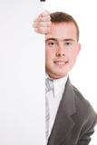 Uomo d'affari che tiene una scheda bianca. Fotografia Stock Libera da Diritti