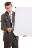 Uomo d'affari che tiene una scheda bianca. Immagini Stock