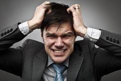 Uomo d'affari che tira i suoi capelli Fotografia Stock Libera da Diritti