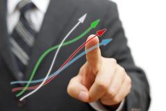 Uomo d'affari che tocca le frecce crescenti Concetto positivo di tendenza Immagine Stock Libera da Diritti
