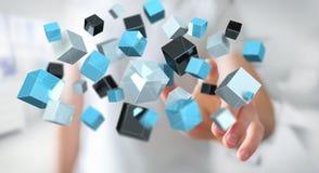 Uomo d'affari che tocca renderi brillante blu di galleggiamento della rete 3D del cubo Fotografie Stock