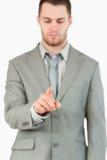 Uomo d'affari che usando schermo attivabile al tatto futuristico Fotografia Stock