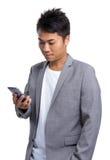 Uomo d'affari colto sul cellulare fotografia stock libera da diritti
