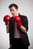 Uomo d'affari con i guanti di inscatolamento. Fotografie Stock Libere da Diritti