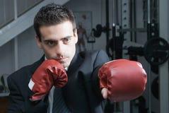 Uomo d'affari con i guanti di inscatolamento Immagini Stock