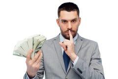 Uomo d'affari con i soldi americani del dollaro Immagine Stock
