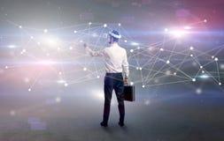 Uomo d'affari con i vetri del vj ed il concetto di collegamento immagini stock libere da diritti