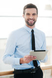 Uomo d'affari con il blocco note Fotografie Stock Libere da Diritti