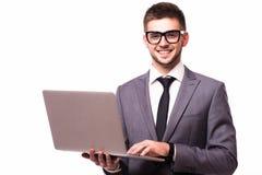 Uomo d'affari con il computer portatile isolato sopra fondo bianco Immagini Stock Libere da Diritti