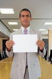 Uomo d'affari con il foglio bianco Fotografia Stock