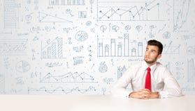 Uomo d'affari con il fondo del diagramma Immagine Stock