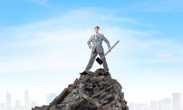 Uomo d'affari con il martello Immagine Stock
