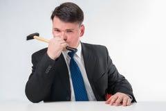 Uomo d'affari con il martello Fotografie Stock Libere da Diritti