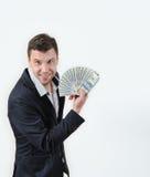 Uomo d'affari con il pacco di soldi su un fondo bianco Fotografie Stock Libere da Diritti