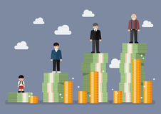 Uomo d'affari con il piano dei soldi di pensionamento Immagine Stock