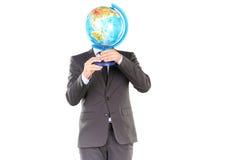Uomo d'affari con il puzzle del globo 3D Immagini Stock