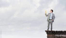 Uomo d'affari con il ricevitore giallo Immagini Stock
