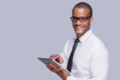 Uomo d'affari con il ridurre in pani digitale Fotografia Stock Libera da Diritti