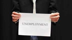 Uomo d'affari con il segno di disoccupazione fotografie stock libere da diritti