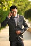 Uomo d'affari con il telefono cellulare Immagine Stock