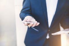 Uomo d'affari con il telefono a disposizione Immagine Stock Libera da Diritti